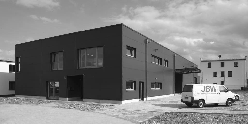 JBW baut und bezieht ihr neues Firmengebäude im Jahr 2012